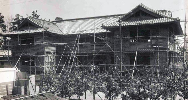 建設中の民藝館